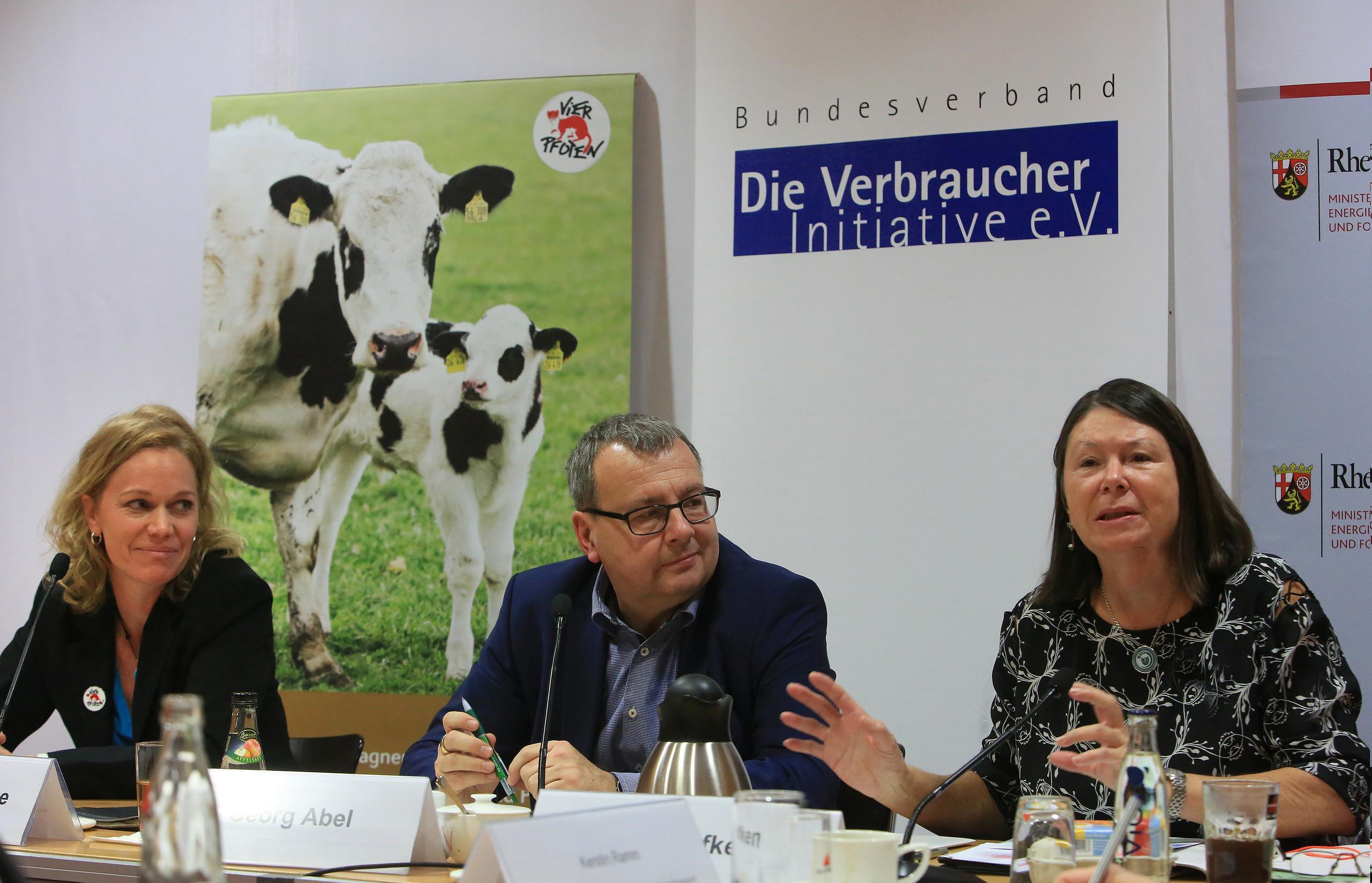 Auf dem Podium: Ina Müller-Arnke, Georg Abel und Ulrike Höfken