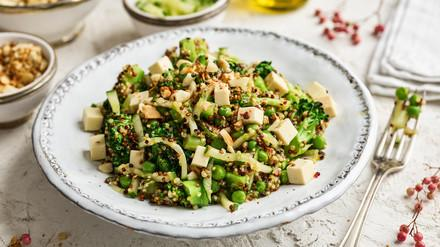 Brokkolisalat mit veganem Feta