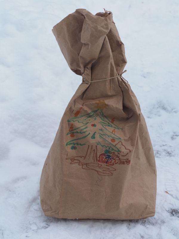 Das Weihnachtsgeschenk von Bär Jerry im BÄRENWALD Arbesbach (c) VIER PFOTEN