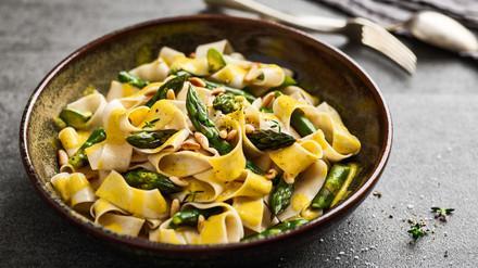 Rezept Pappardelle an Safransauce mit grünem Spargel