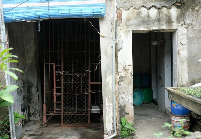 Thu a été détenu dans une cage minuscule