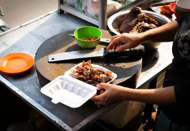 Das Hundefleisch wird an Strassenständen angeboten und verkauft