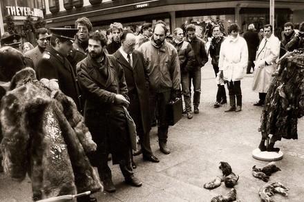 Heli Dungler à ses débuts en train de manifester contre la fourrure