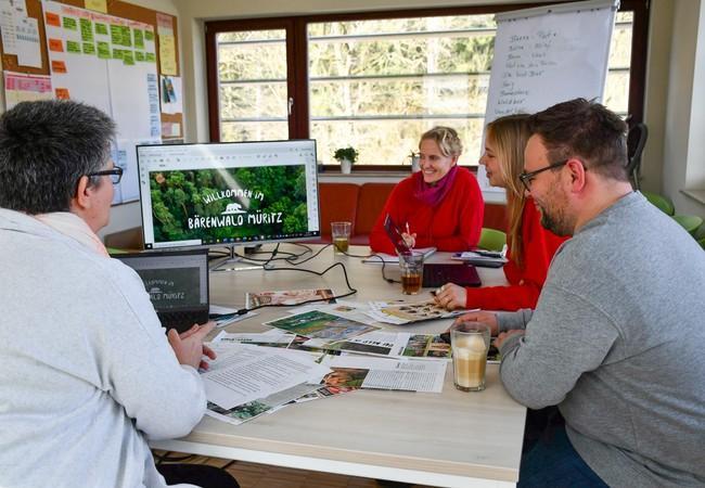 Das Redaktionssteam vom Jubiläumsmagazin