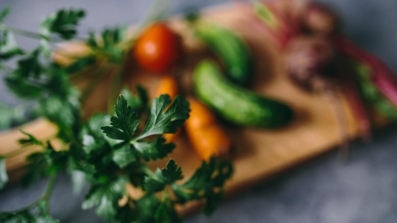 Petersilie und Gemüse