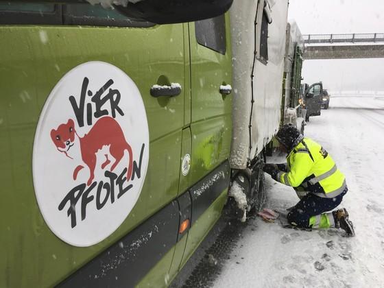 In der Schweiz müssen die Schneeketten montiert werden