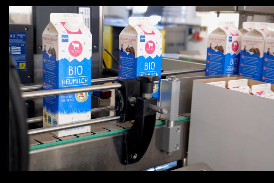 """Milch mit dem """"Tierschutz kontrolliert"""" Gütesiegel wir in Tetrapacks abgefüllt"""