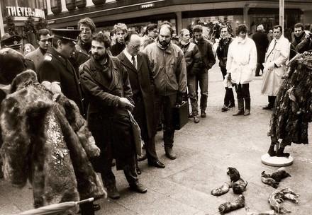 Heli Dungler aux débuts, lors d'une manifestation anti-fourrure