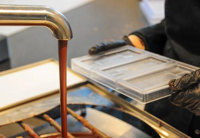 Schokoladenproduktion mit Formen