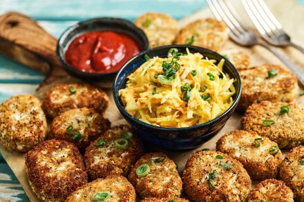 Blumenkohl-Nuggets mit Coleslaw Salat