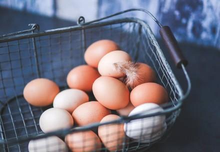 Eier im Einkaufskorb