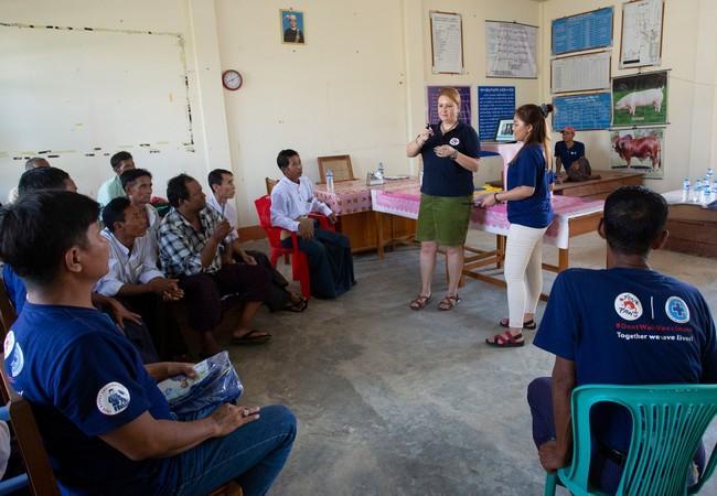 QUATRE PATTES a mis un programme d'aide pour les populations locales