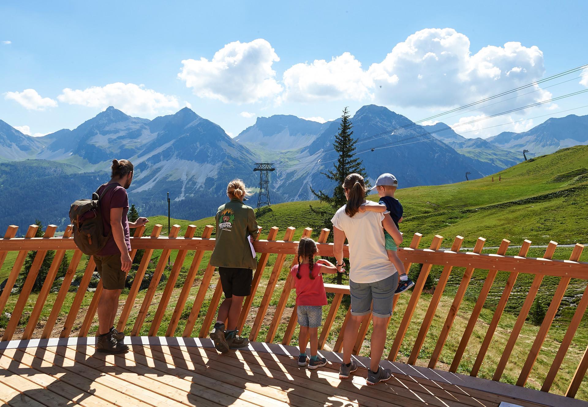 Besucherplattform im Arosa Bärenland