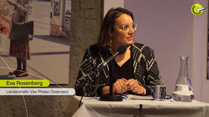 """Eva Rosenberg bei der Podiumsdiskussion """"Zoonosen - Angriff aus dem Tierreich"""""""