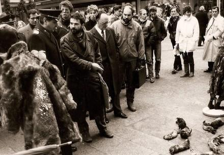 Heli Dungler in seinen jungen Jahren während einer Anti-Pelz-Demonstration