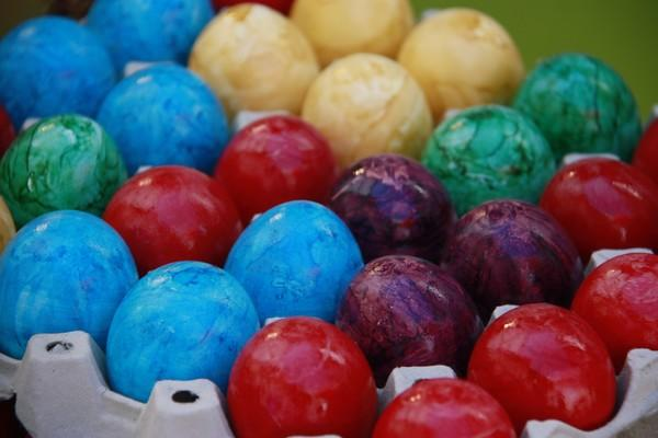 gefärbte Eier wie sie zu Ostern Brauch sind